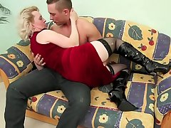 OLD Flaxen-haired MILF FUCKS YOUNG DUDE !!