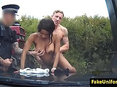 Policewoman pulls guy for triune with copper
