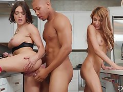 Horny comme �a and brunette take result in fuck BBC
